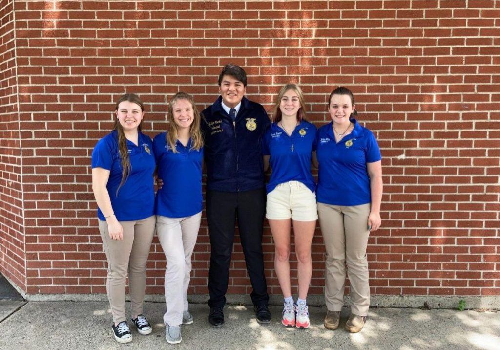 FFA Leaders Attend District Conference-1